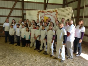 Enthusiastic Minnesota Juniors with their advisers at the State Sale & Jr. Show
